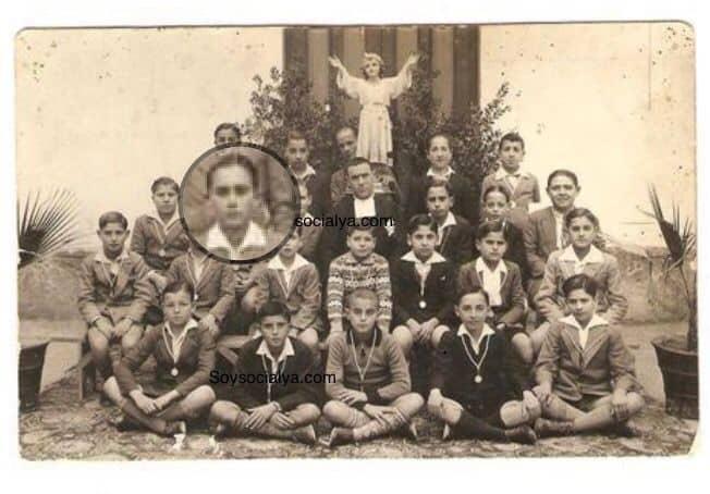En fotos antiguas de Oria Joaquín Masegosa Gónzalez en un grupo con compañeros de colegio